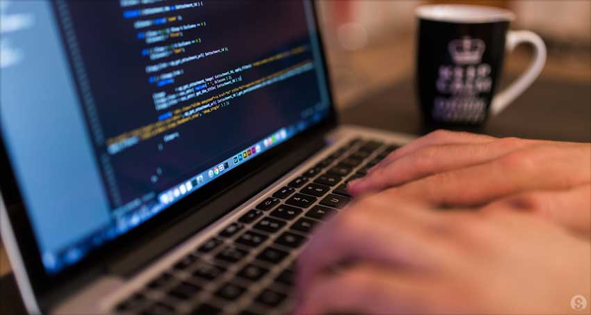 web-developer-at-work_feature_1290x688_ms